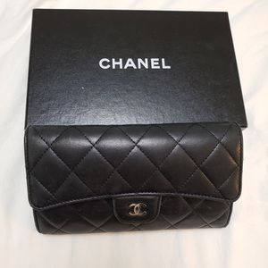 Pre-owned. Chanel Classic Flap Wallet.